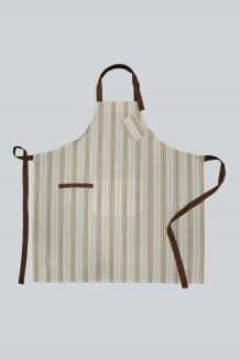 Фартук с грудкой, накладным карманом и петлей для полотенца